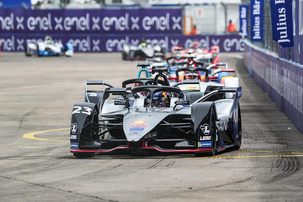 "FE. Niujorke triumfavo S. Buemi, ""Nissan"" iškovojo pirmąją pergalę"