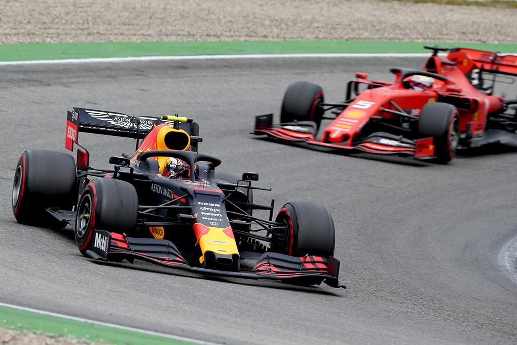 """P. Gasly: """"Ferrari"""" dar neparodė savo tikrojo greičio"""