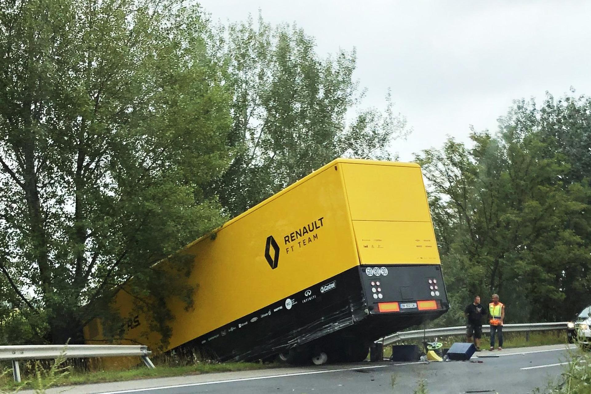 """Vengrijoje į avariją pateko vienas iš """"Renault"""" komandos vilkikų"""