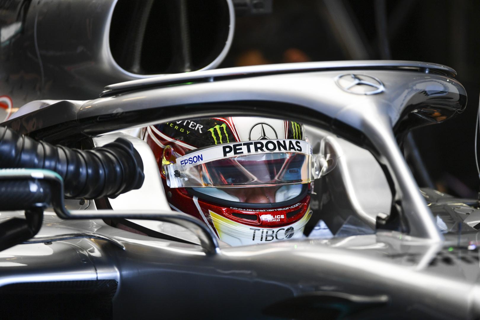 """L. Hamiltonas nustebintas mažo atsilikimo nuo """"Ferrari"""""""