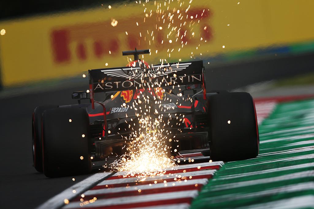 Singapūro GP: penktadienio treniruotė Nr.1