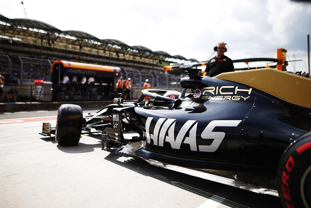 """""""Haas"""" svarstys N. Hulkenbergo ir R. Grosjeano kandidatūras"""