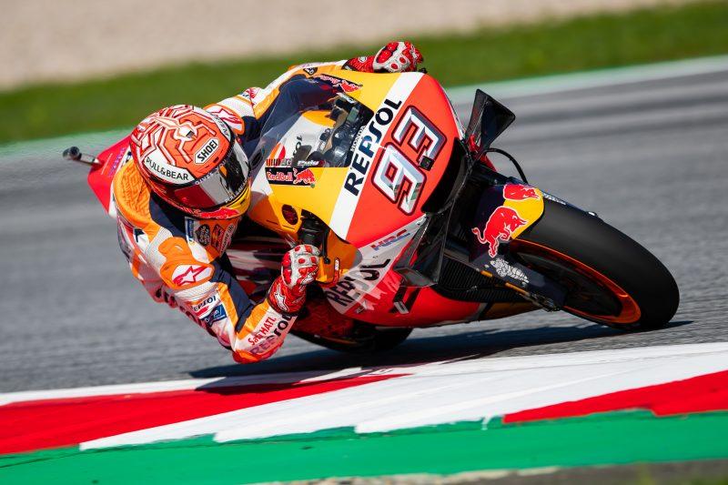 """MotoGP. Austrijoje """"pole"""" iškovojo trasos rekordą pagerinęs M. Marquezas"""