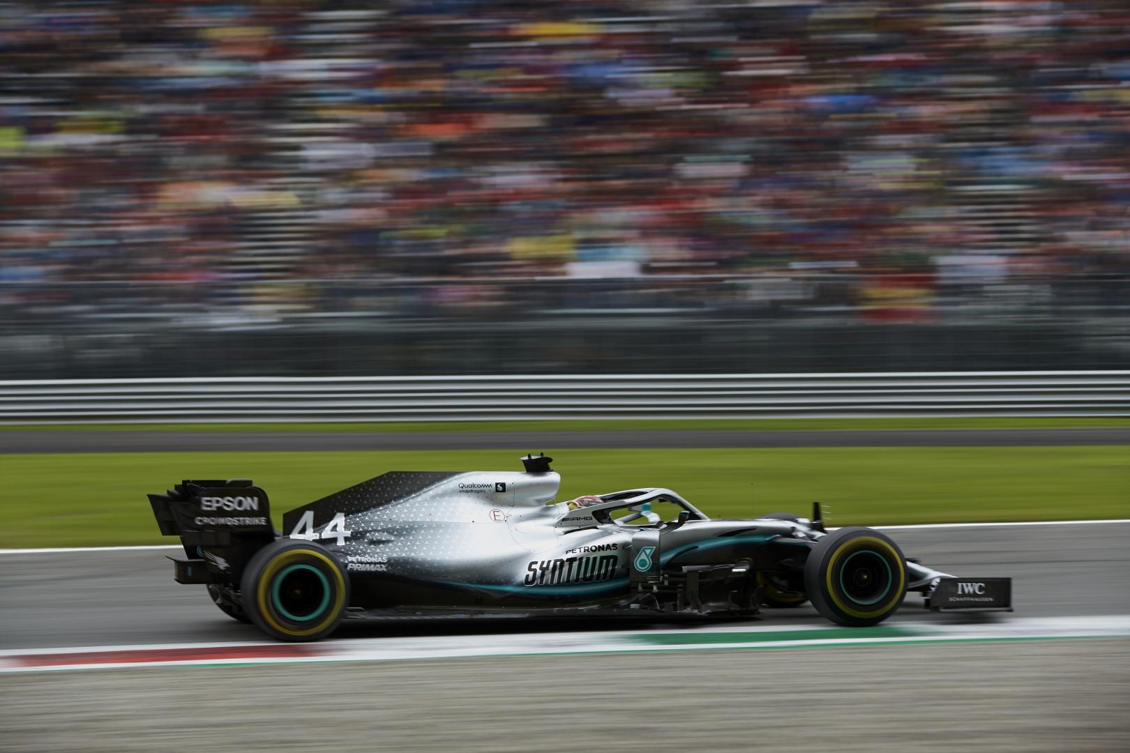 """L. Hamiltonas: """"Ferrari"""" kvalifikacijoje sutrukdė visiems"""