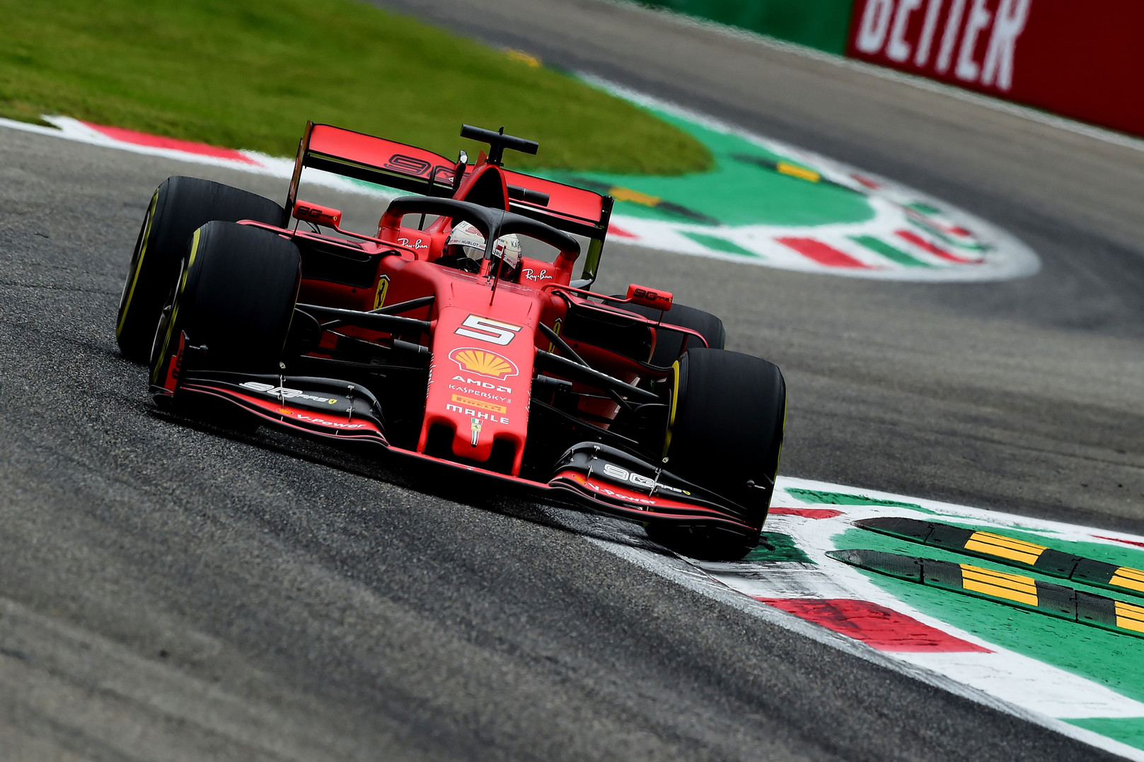 S. Vettelis nepatenkintas C. Leclerco elgesiu kvalifikacijoje