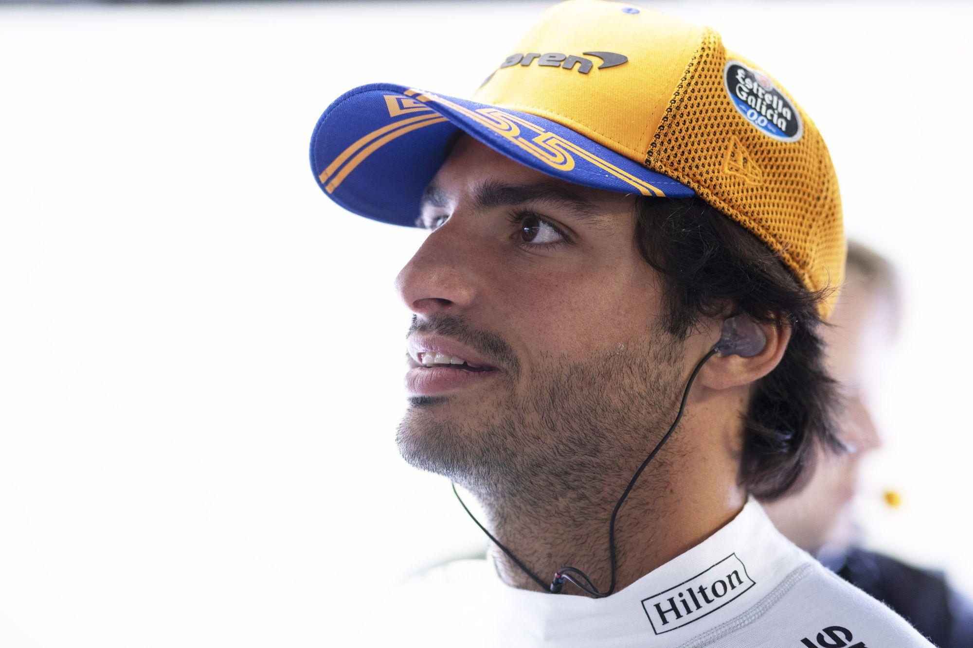 """Oficialu: """"Ferrari"""" pasiekė susitarimą su C. Sainzu"""