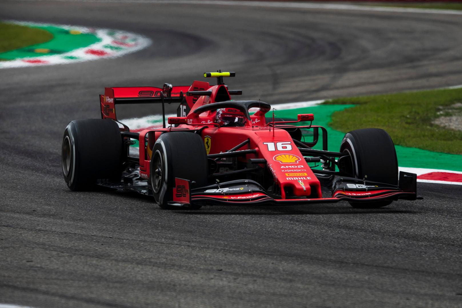 """Komandos klausinėja FIA dėl """"Ferrari"""" variklių"""