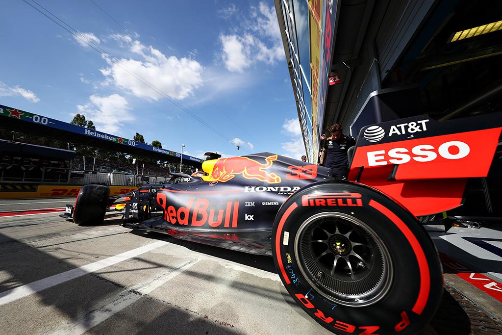 """""""Pirelli"""" paskelbė, kokias padangas komandos pasirinko lenktynėms Singapūre"""