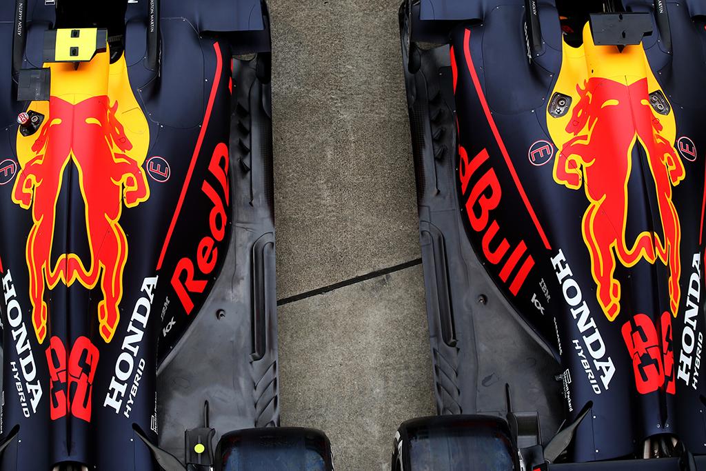 """""""Red Bull"""" vis daugiau pinigų išleidžia """"Formulei-1"""""""