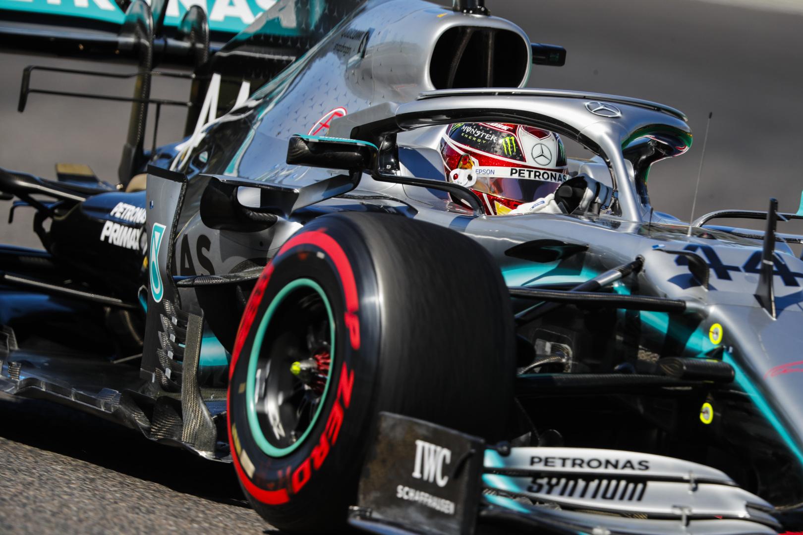 """L. Hamiltonas neslėpė nepasitenkinimo """"Mercedes"""" taktika"""