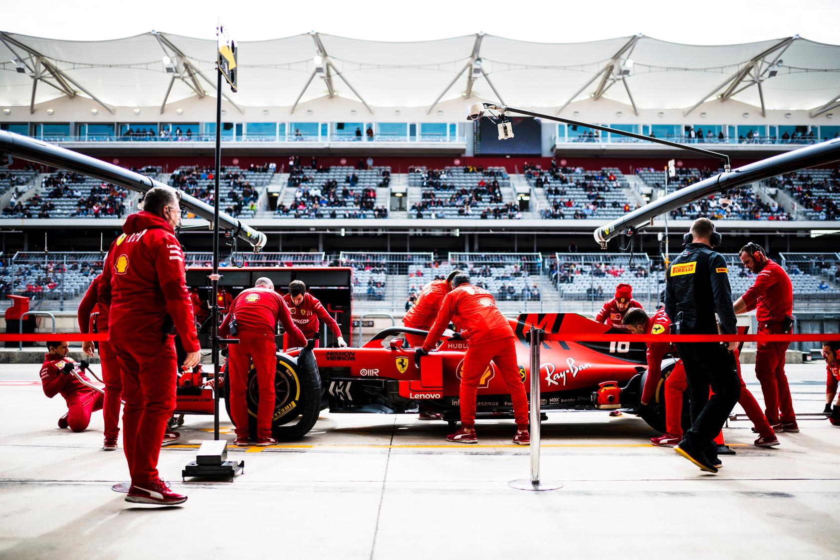 """L. Hamiltonas: """"Ferrari"""" prarado anksčiau turėtą galią"""