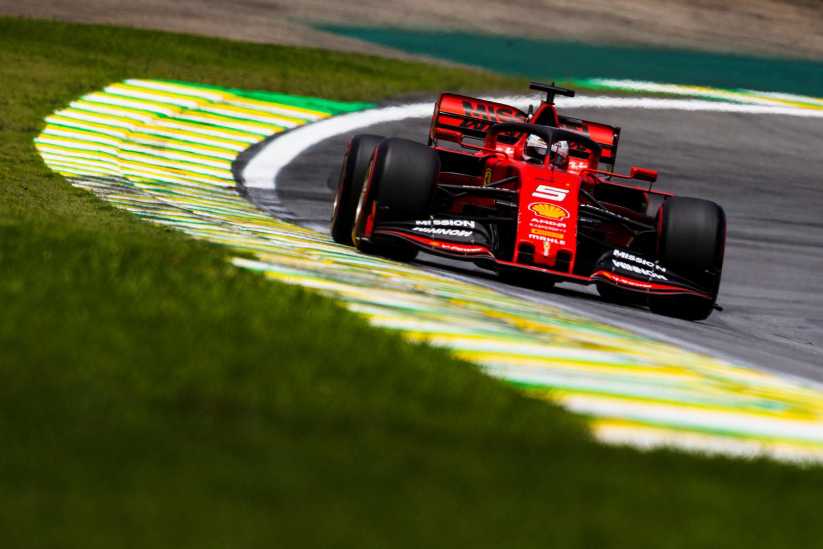"""M. Webberis: aljansas su """"Ferrari"""" smarkiai išvargino S. Vettelį"""