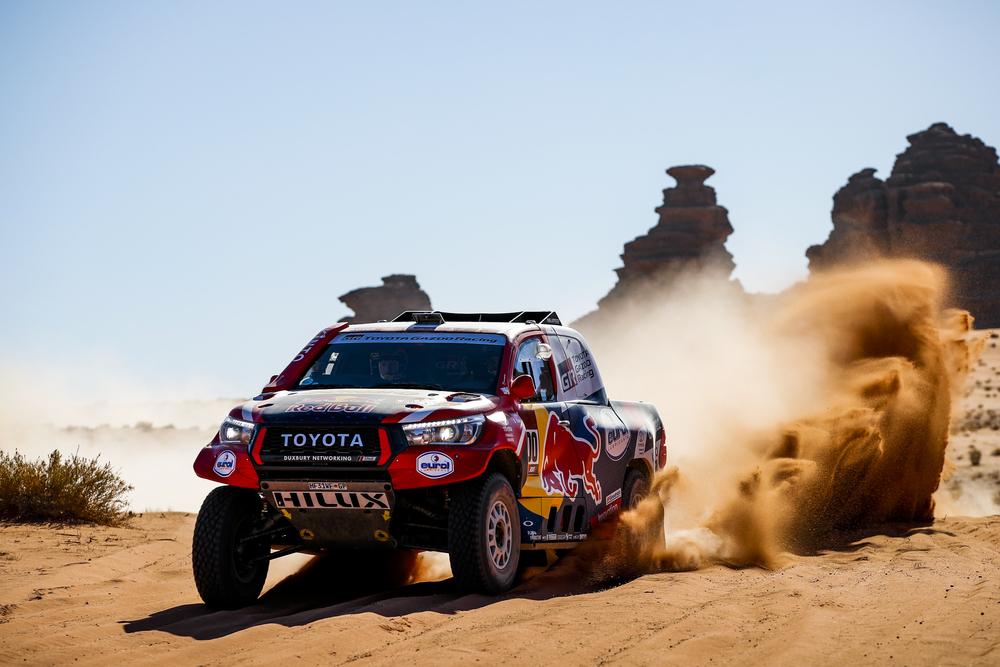 Dakaras. N. Al-Attiyah iki minimumo sumažino C. Sainzo persvarą, F. Alonso įkopė į pirmąjį dešimtuką