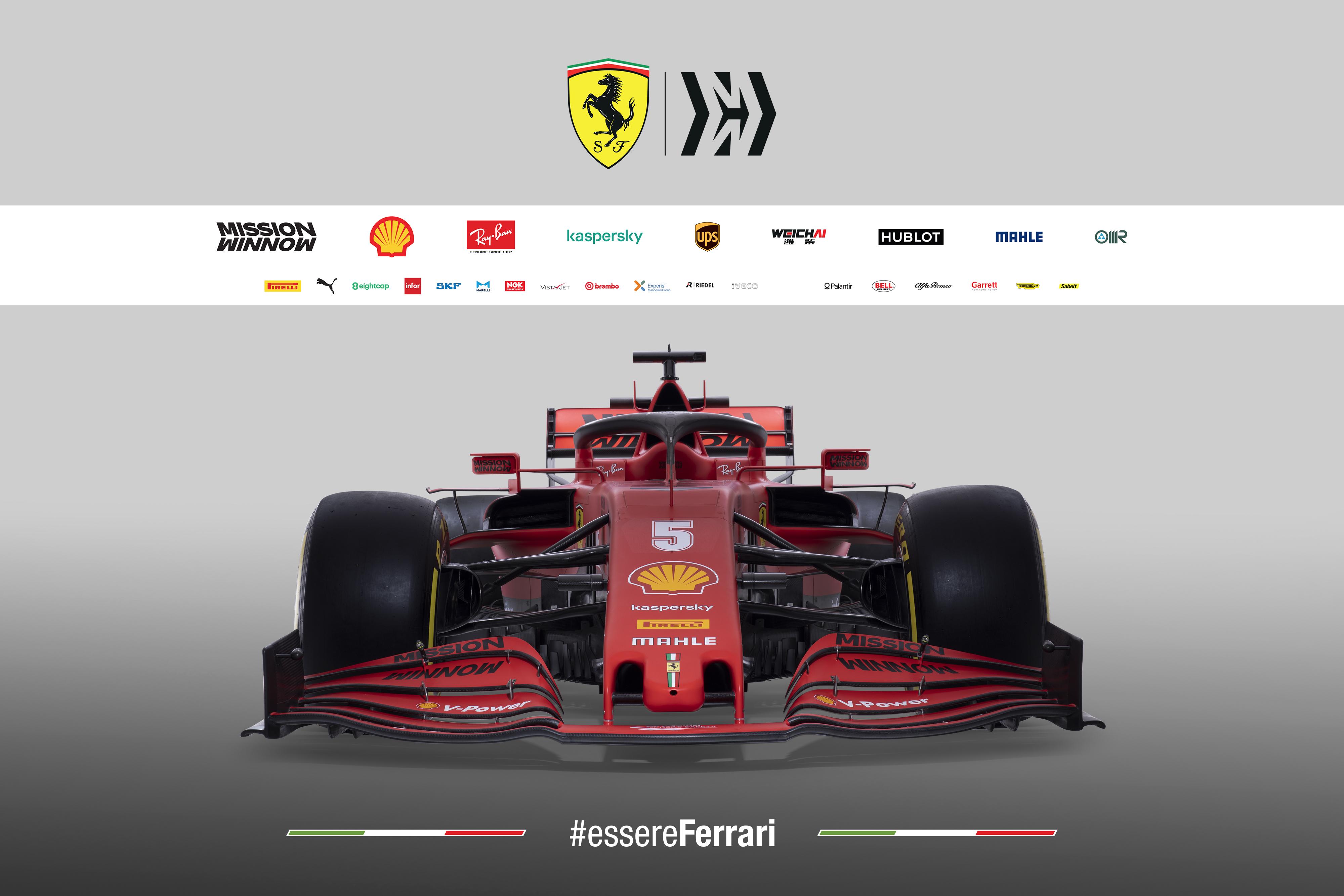 """Italijoje oficialiai pristatytas """"Ferrari SF1000"""" bolidas"""