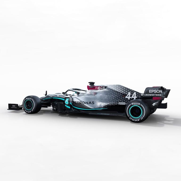 """""""Mercedes"""" pristatė savo naująjį bolidą"""