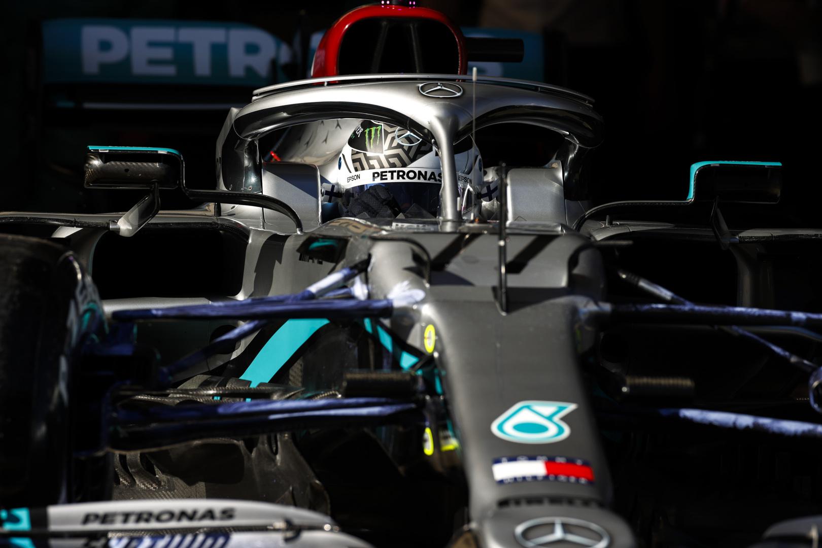 """Penktadienį Barselonoje ir vėl buvo greičiausi """"Mercedes"""" pilotai"""