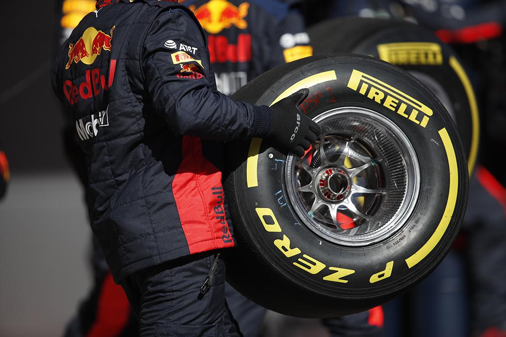 """""""Pirelli"""" tikisi vieno sustojimo lenktynėse"""