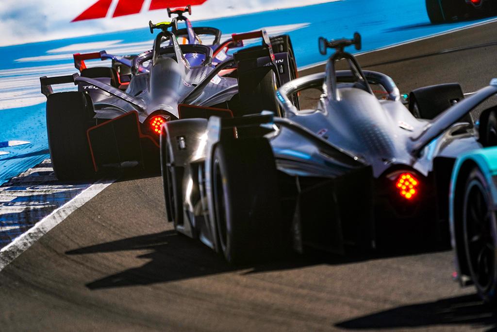 """FE. """"Formulės-E"""" sezonas stabdomas dviem mėnesiams"""
