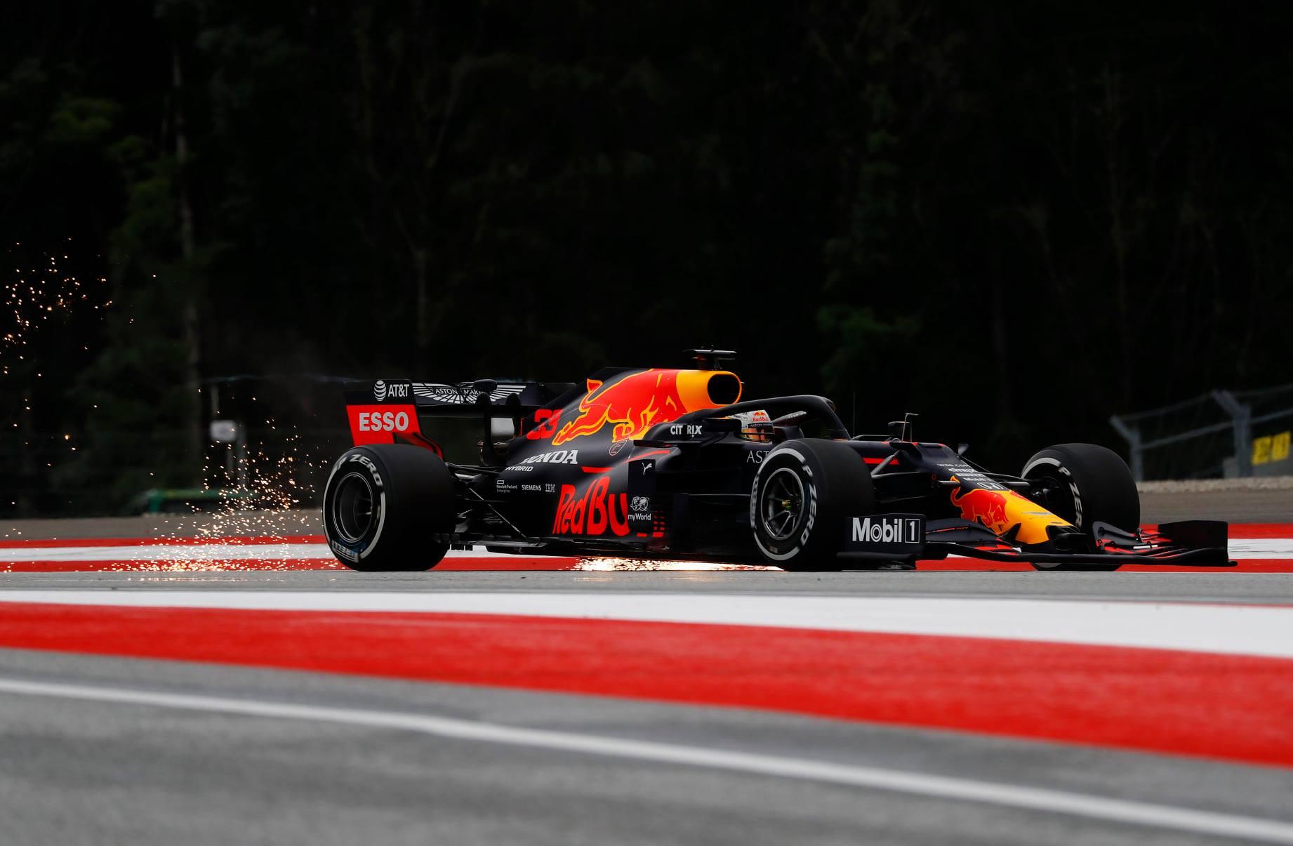 M. Verstappenas dėl atsilikimo nuo varžovų kaltina apgadintą bolido sparną