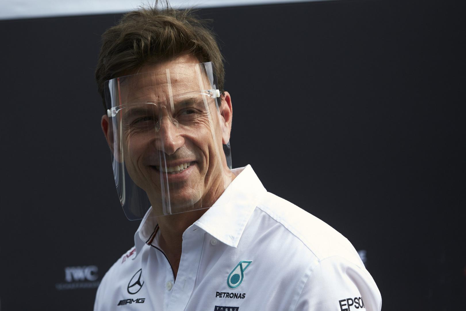 L. Hamiltono bauda nepatenkintas T. Wolffas: vienu metu atrodė, kad abu mūsų bolidai nepasieks finišo