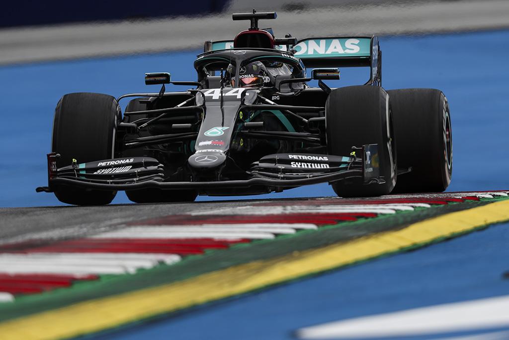 L. Hamiltonas prarado tris pozicijas starte