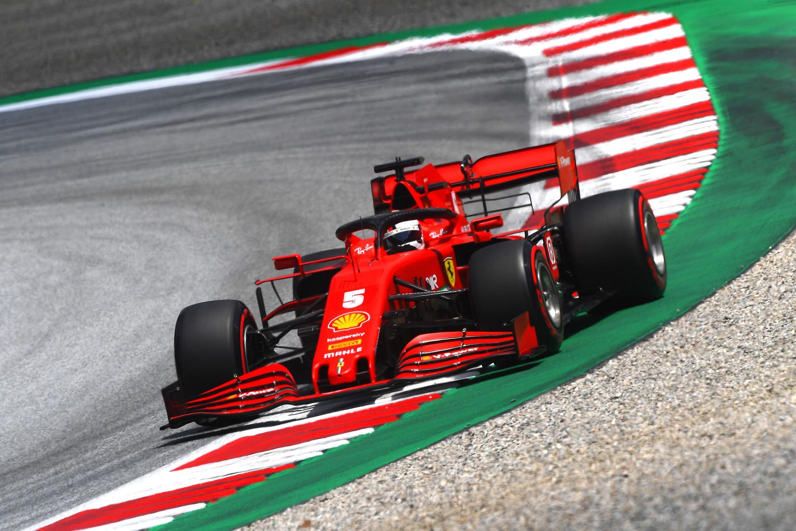 S. Vettelis džiaugiasi trasoje apsisukęs tik kartą