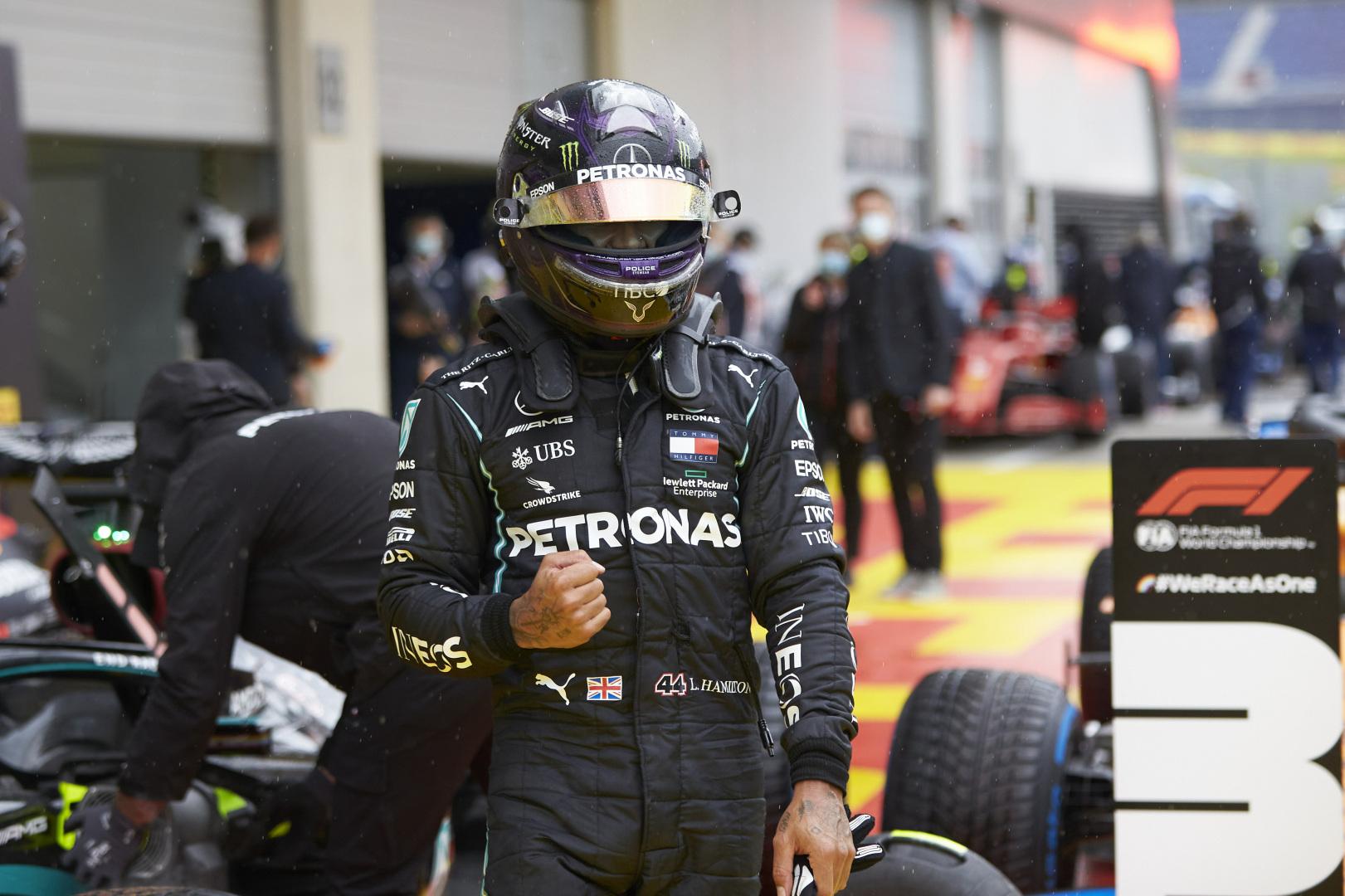 """Austrijoje vykusioje kvalifikacijoje """"pole"""" iškovojo L. Hamiltonas"""