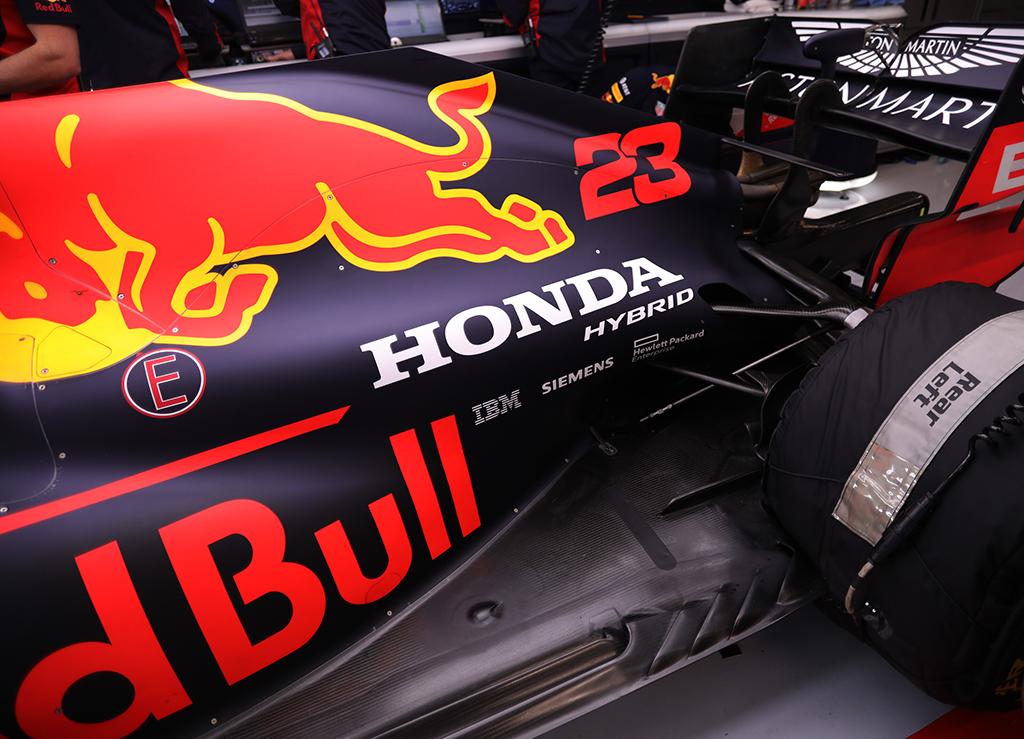 """Oficialu: """"Red Bull"""" ir """"AlphaTauri"""" toliau naudos """"Honda"""" jėgaines"""