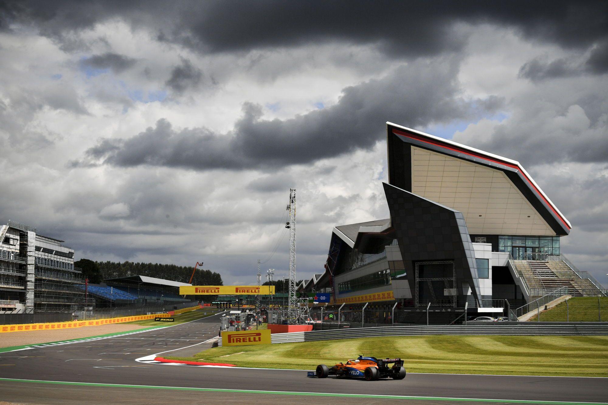 """M. Masi: FIA kartu su """"Pirelli"""" suras padangų problemų priežastis"""