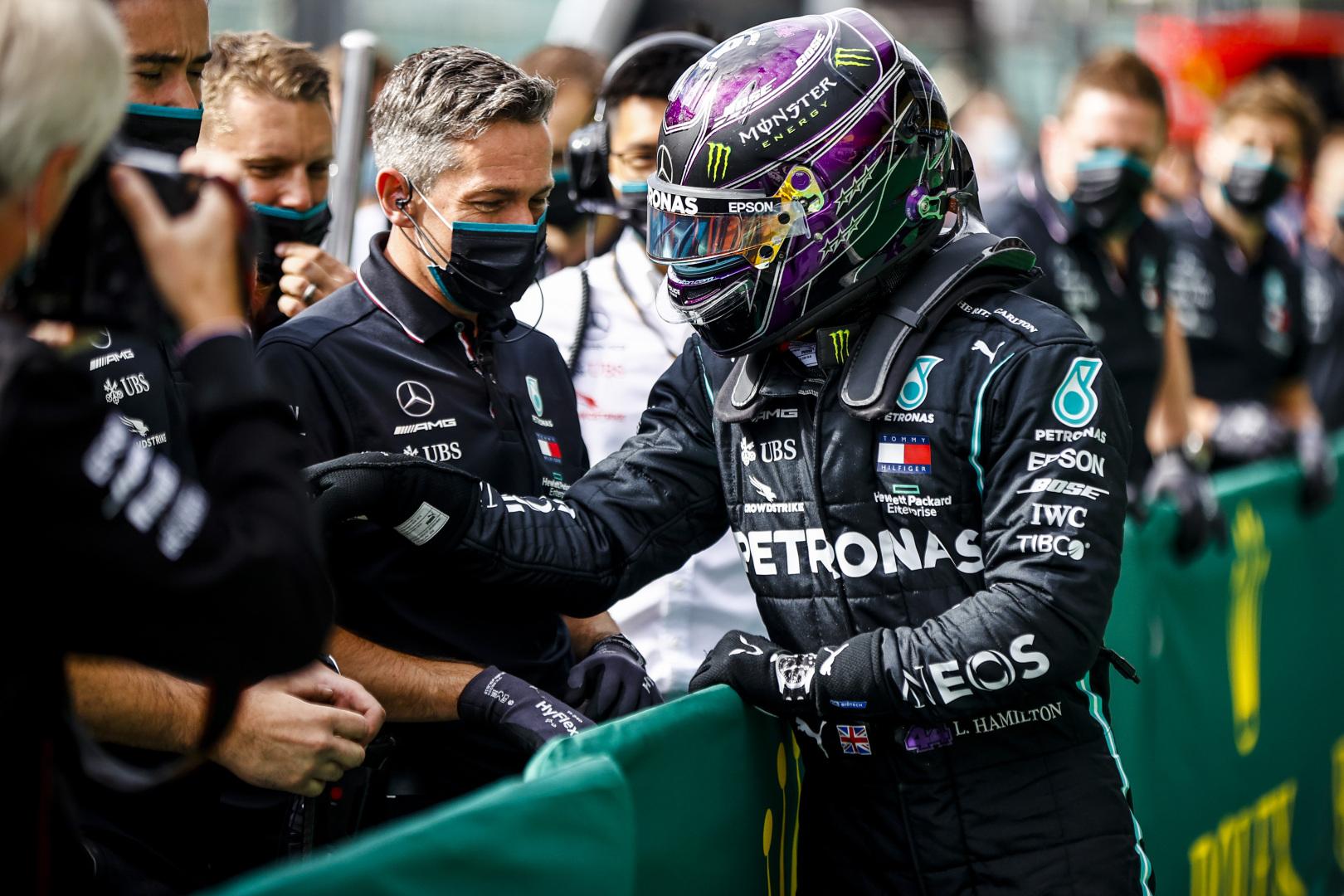 L. Hamiltonas baiminosi, kad nepasikartotų Silverstoune vykusių lenktynių scenarijus