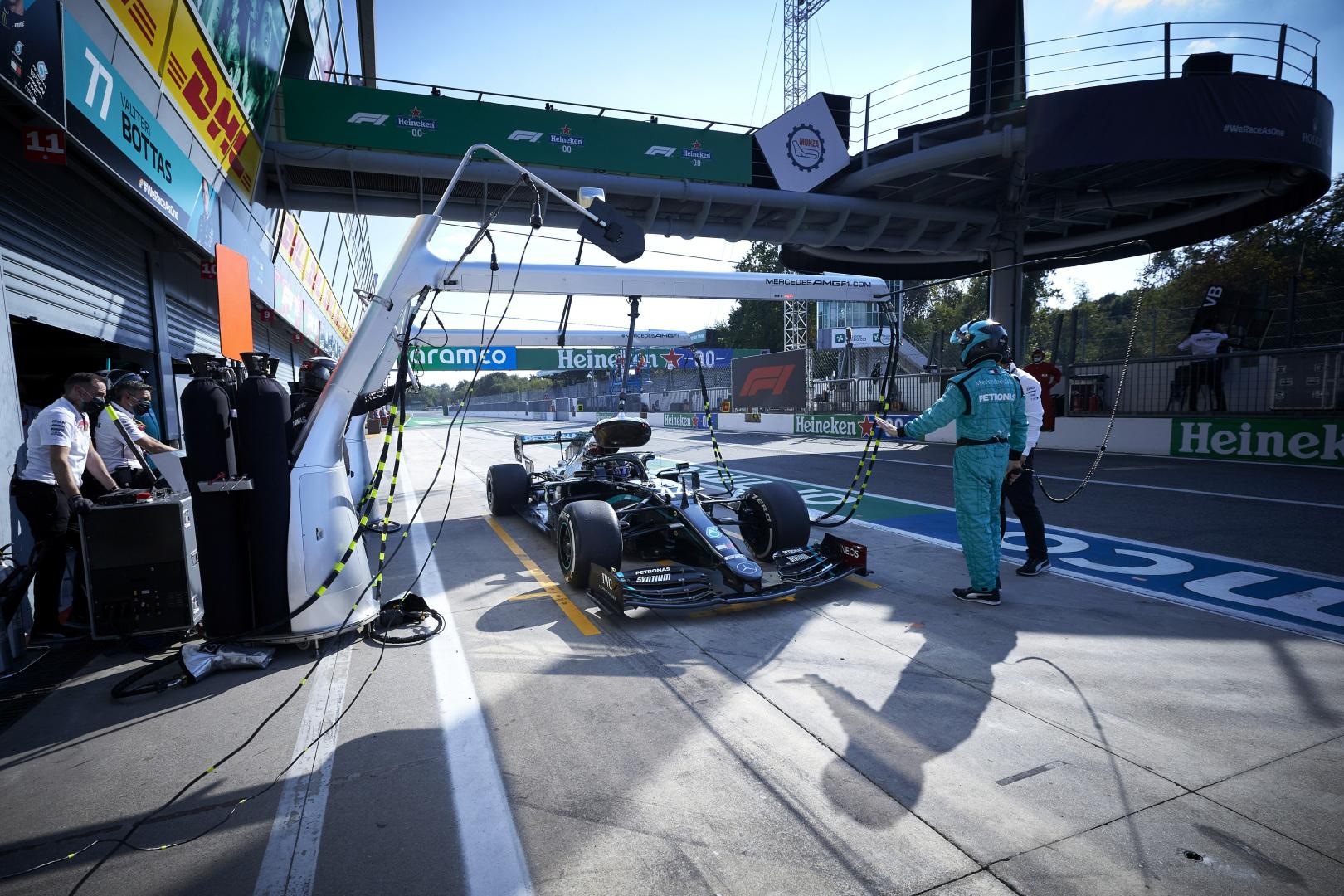 """""""Mercedes"""" paaiškino, kas sugadino lenktynes L. Hamiltonui"""