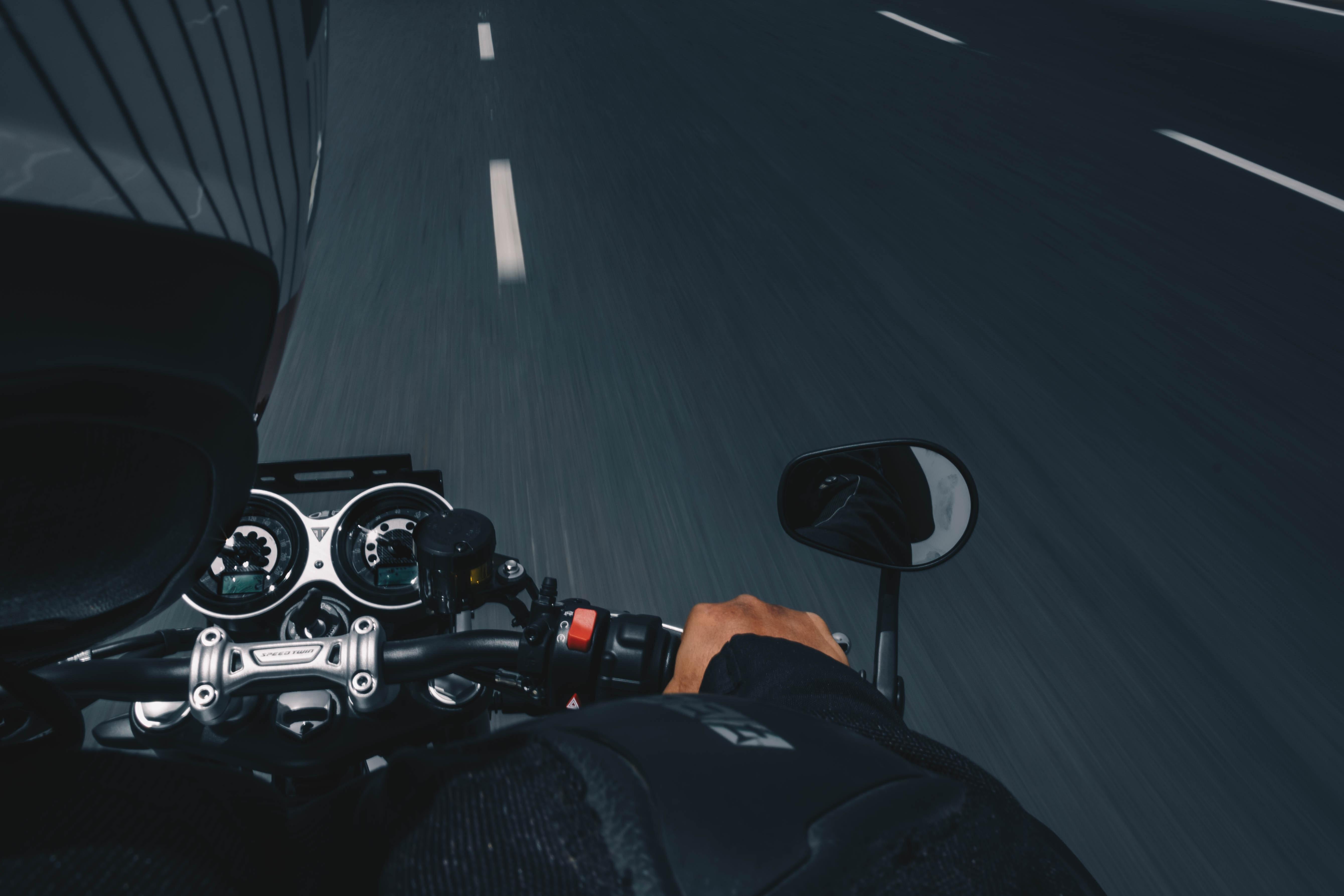 B kategoriją turintiems asmenims Lietuvoje norima leisti vairuoti ir galingesnius motociklus