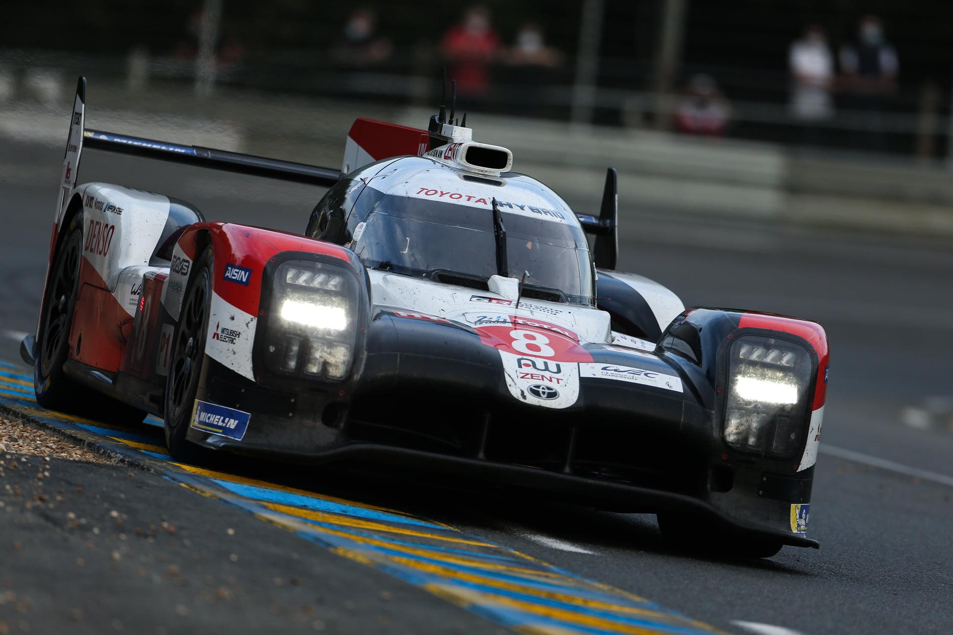 """Le Mane trečius metus iš eilės triumfavo """"Toyota"""" komanda"""