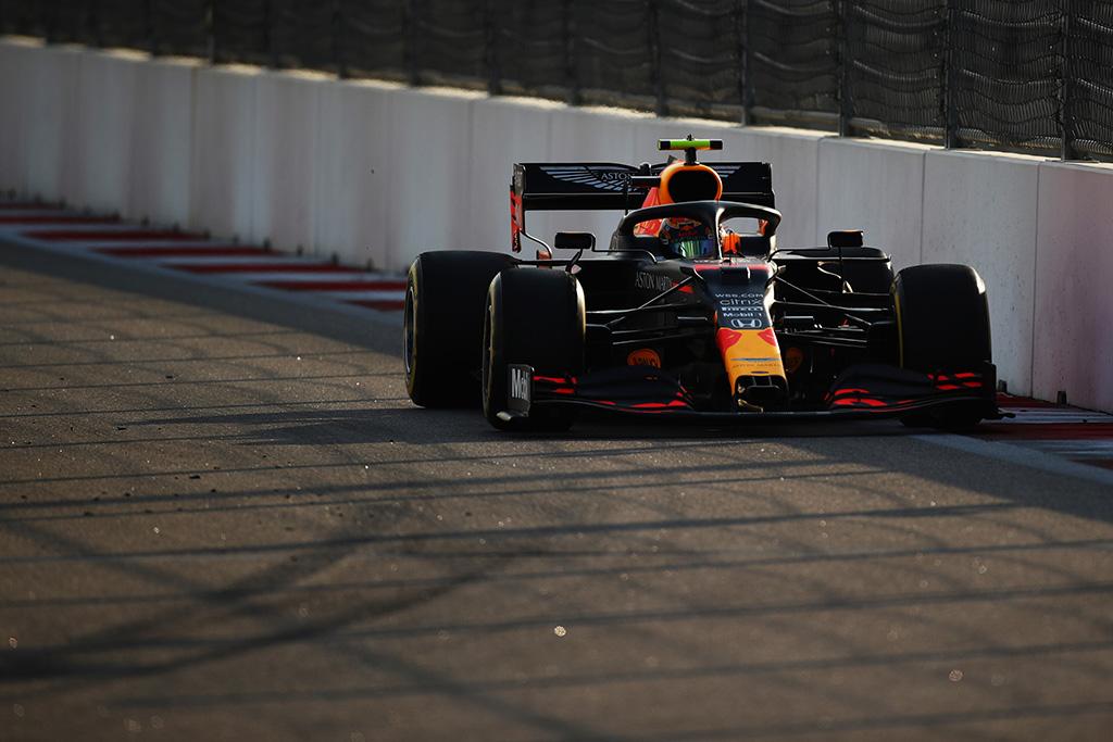 Teisėjai skyrė baudos taškus A. Albonui ir D. Ricciardo