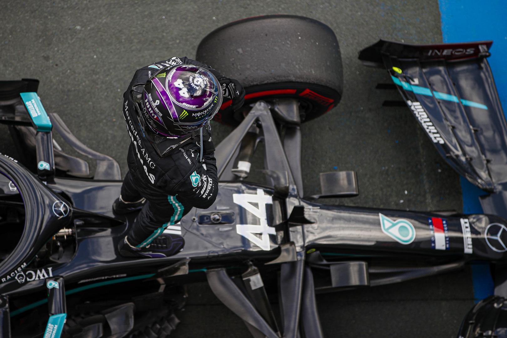 """""""Mercedes"""" turėjo techninių bėdų"""