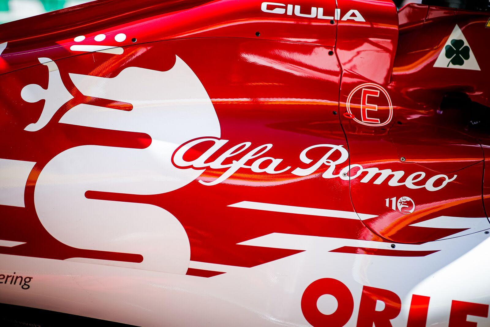 """Šveicarijoje bijoma, kad """"Haas"""" aplenks """"Alfa Romeo"""""""