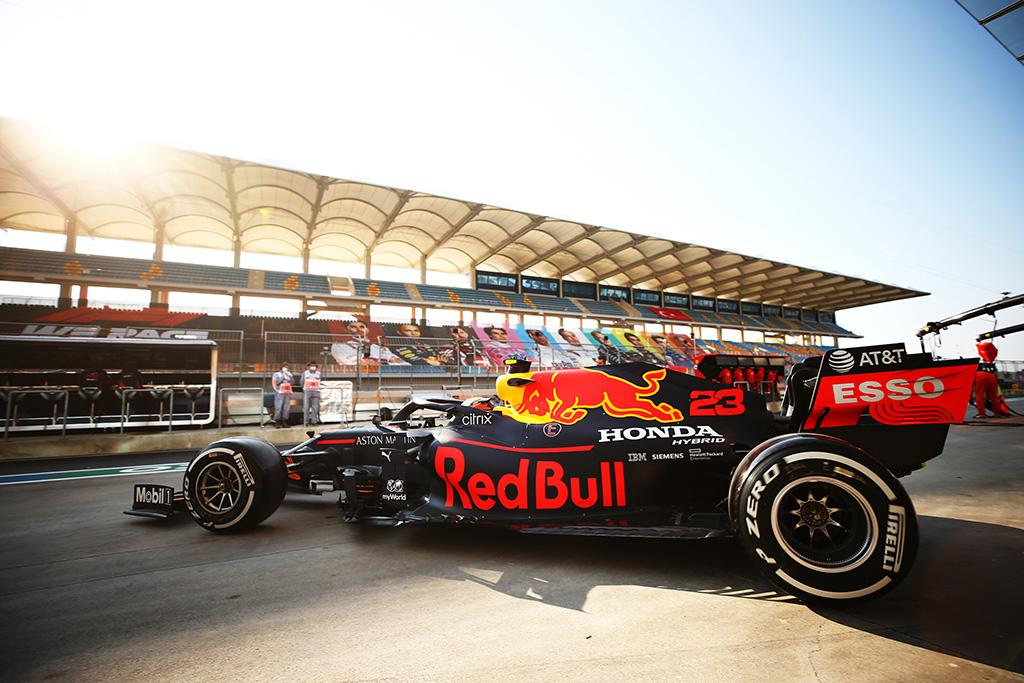 """""""Red Bull"""" patys konstruos motorą 2025 metais"""