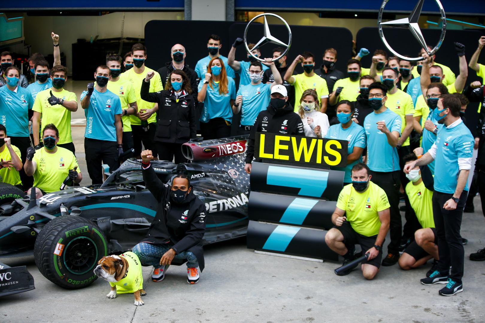 "L. Hamiltonas ir ""Mercedes"" nominuoti ""Laureus"" apdovanojimams"