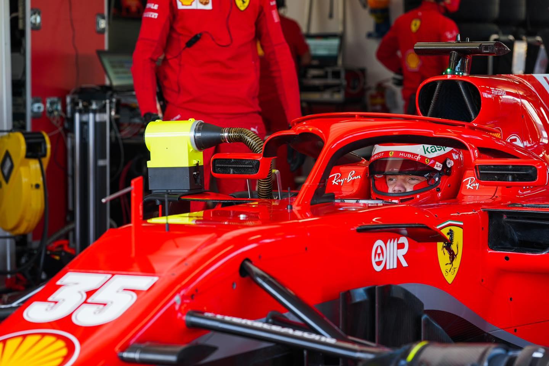 """Ferrari"" bolidus bandymuose pilotuos R. Shwartzmanas ir A. Fuoco"