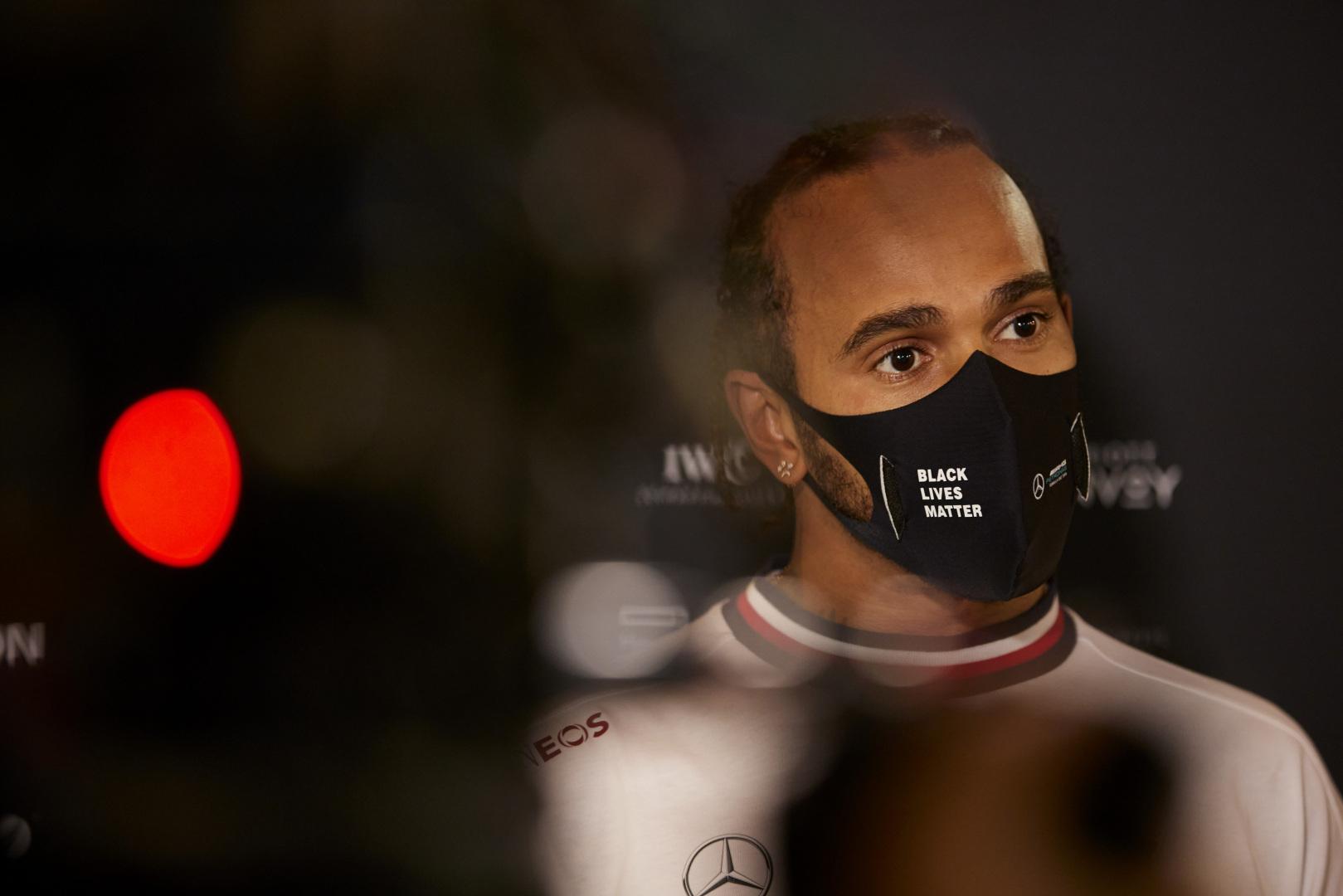 L. Hamiltonas tikisi lenktyniauti Abu Dabyje