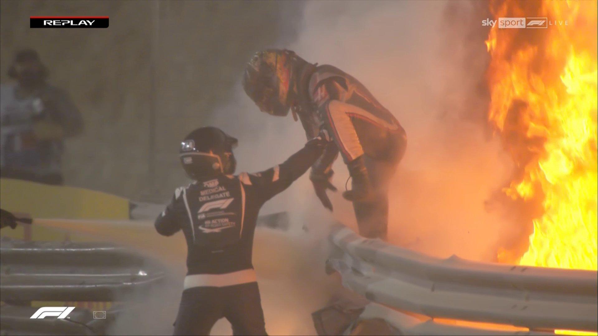 Lenktynės Bahreine sustabdytos dėl R. Grosjeano avarijos
