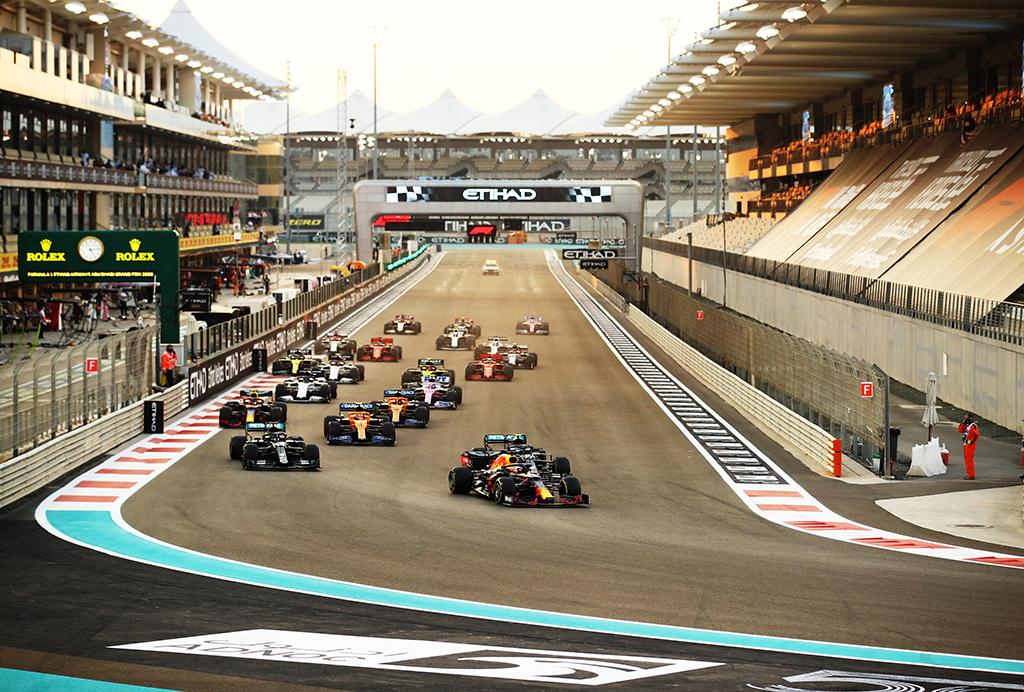 """""""Ferrari"""" startinė įmoka keturis kartus mažesnė nei """"Mercedes"""""""