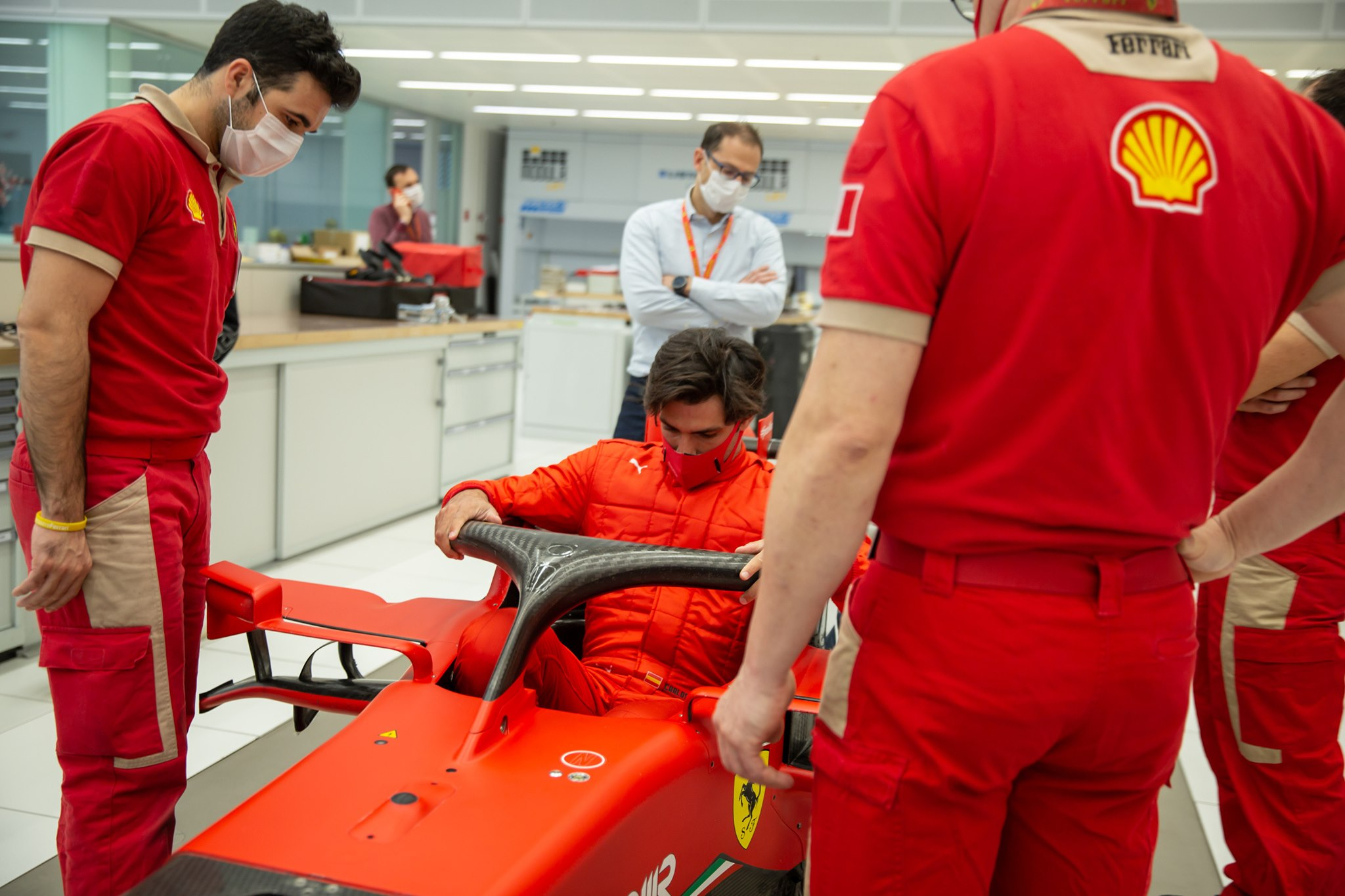 """C. Sainzas: niekas neatsisakytų lenktyniauti """"Ferrari"""""""