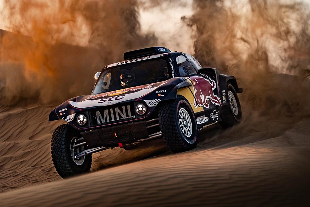 """Dakaras. C. Sainzas: dėl pergalės Dakare kovos """"Toyota"""" ir """"X-Raid"""""""