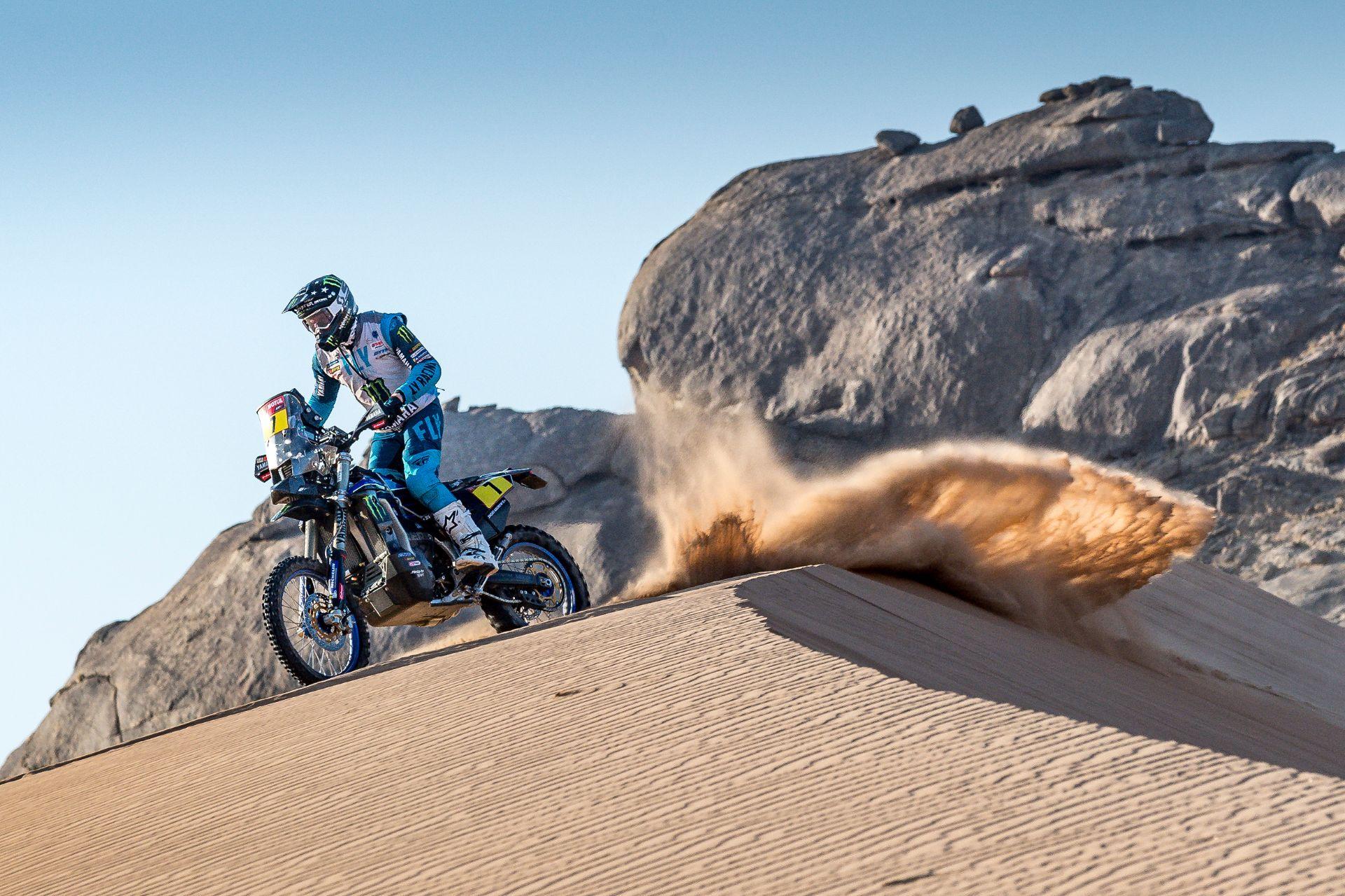 Dakaras. Į motociklų bakus buvo pilami degalai su vandeniu