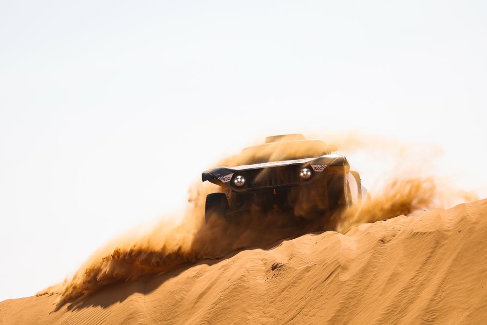 """<span style=""""background:#996633; color:white; padding: 0 2px"""">Dakaras</span> Nusivylęs N. Al-Attiyah: taisyklės palankios tiems, kurie lenktyniauja bagiais"""