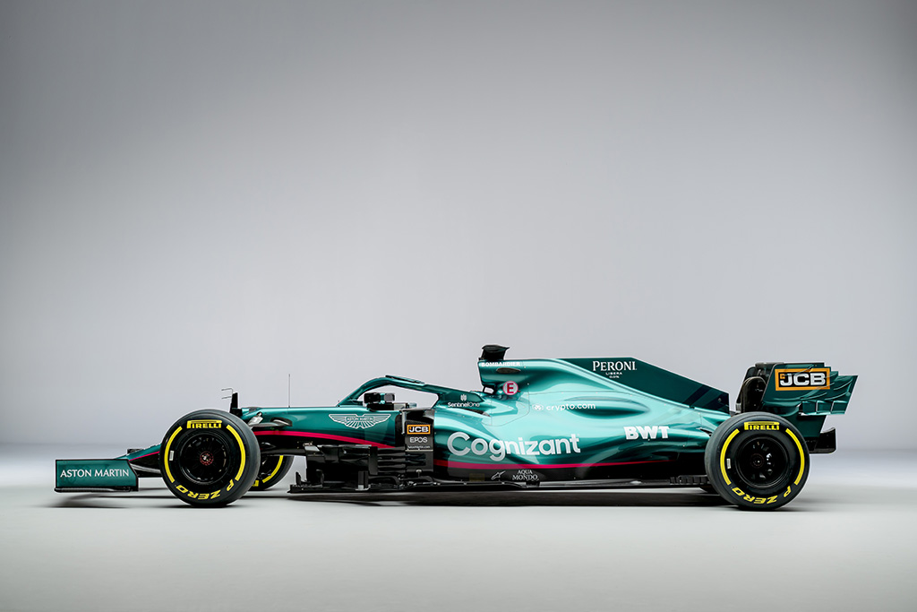 """""""Aston Martin"""" oficialiai pristatė 2021 m. bolidą"""
