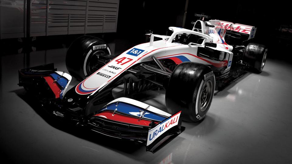 """""""Haas"""" pristatė atnaujintą bolido išdažymą"""