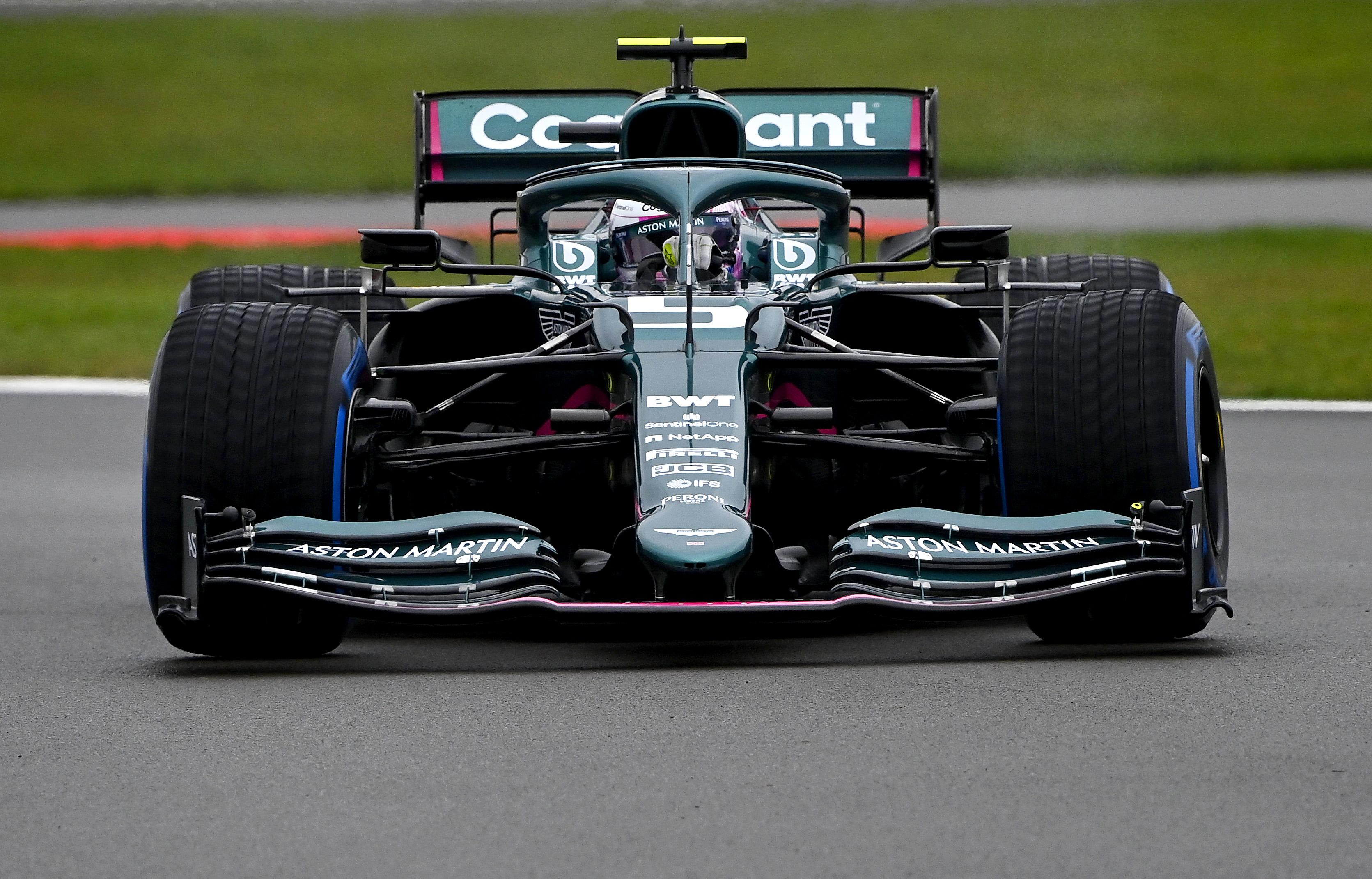 "Silverstoune išbandytas ""Aston Martin"" bolidas"