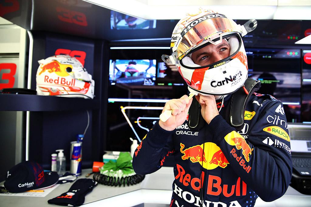 """Pirmas naujo sezono lenktynes iš """"pole"""" pradės M. Verstappenas"""